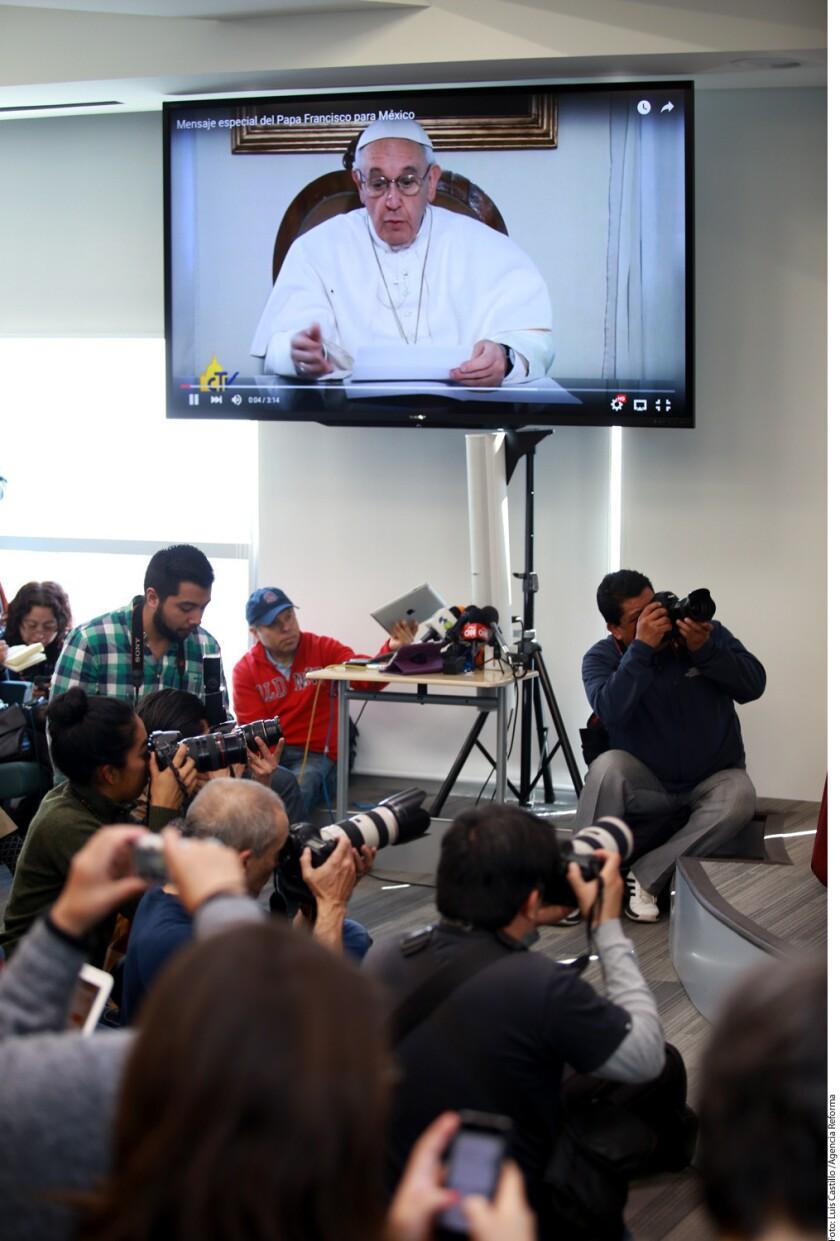 Eugenio Lira Rugarcía, coordinador general del viaje apostólico y secretario general de la CEM, detalló que en la bienvenida un grupo de niños ofrecerá al Obispo de Roma un cofre con tierra de los 32 estados de la República.
