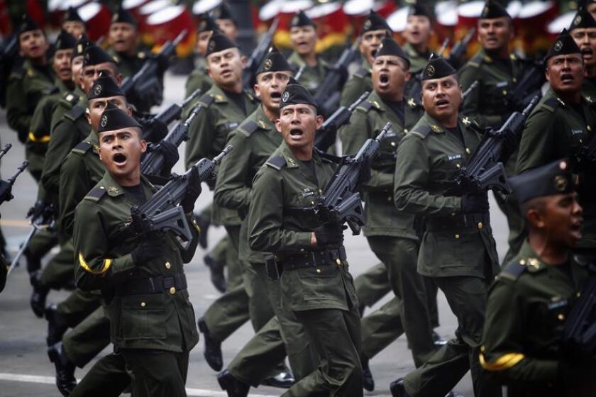 El secretario de Seguridad Pública de México, Alfonso Durazo, anunció este miércoles el despliegue permanente de 10.200 policías y militares para combatir la inseguridad en 17 regiones violentas del país. EFE/Archivo