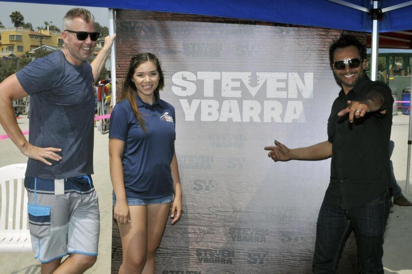 Encinitas Parks and Recreation Supervisor Brian Thill, Viviana Martinez, headliner Steven Ybarra