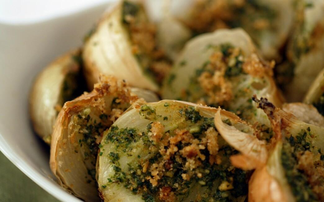 Roasted onions with almond pesto