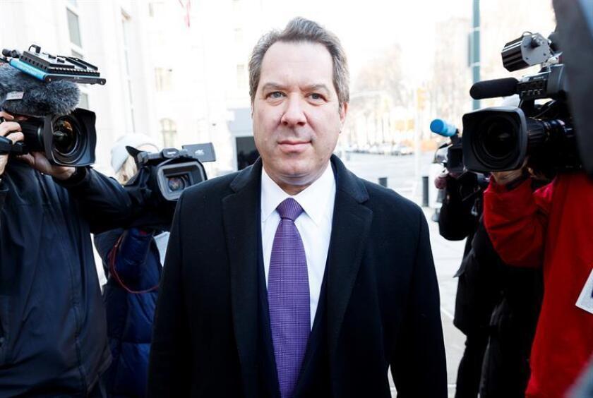 El abogado defensor Jeffrey Lichtman, a su llegada al juicio de su cliente, el mexicano Joaquín ''El Chapo'' Guzmán Loera (no aparece), este lunes en el Tribunal Federal estadounidense de Brooklyn, Nueva York (Estados Unidos). EFE
