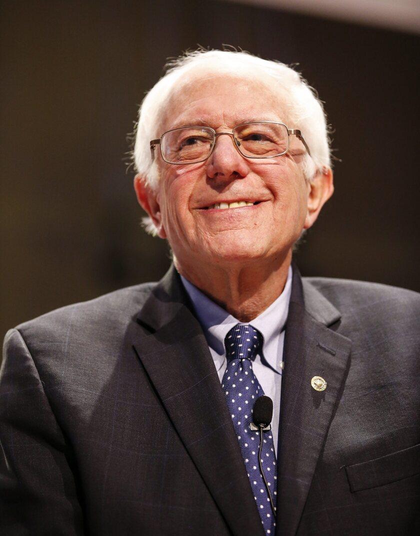 KSK109. MILWAUKEE (EE.UU.), 11/02/2016.- El candidato presidencial demócrata Senator Bernie Sanders participa en un debate, el jueves 11 de febrero de 2016, organizado por PBS NewsHour en la Universidad de Wisconsin-Milwaukee en Milwaukee (EE.UU.). EFE/KAMIL KRZACZYNSKI