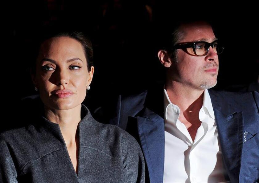 Estrellas del cine, admirados por su trabajo y su belleza, comprometidos con numerosas causas solidarias y dedicados padres de una amplia familia, el divorcio de Angelina Jolie y Brad Pitt rompe una de las parejas más perfectas, respetadas y populares de Hollywood.