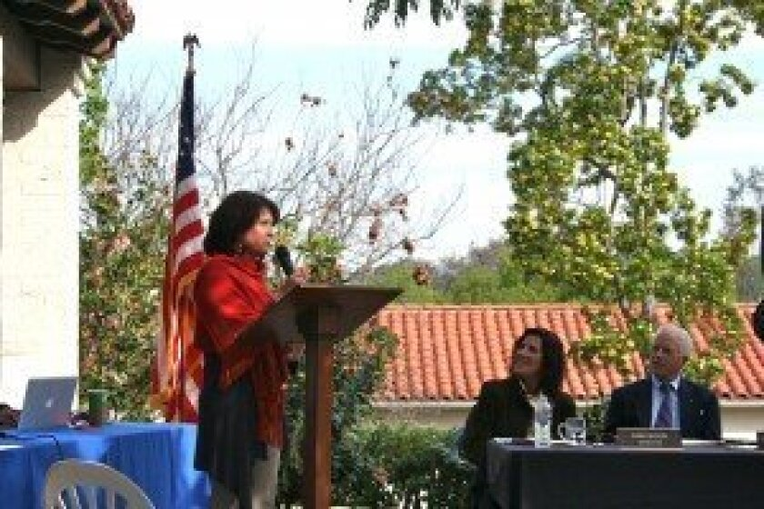 Rancho Santa Fe Garden Club President Helen DiZio addresses the RSF Association board. Photo/Karen Billing