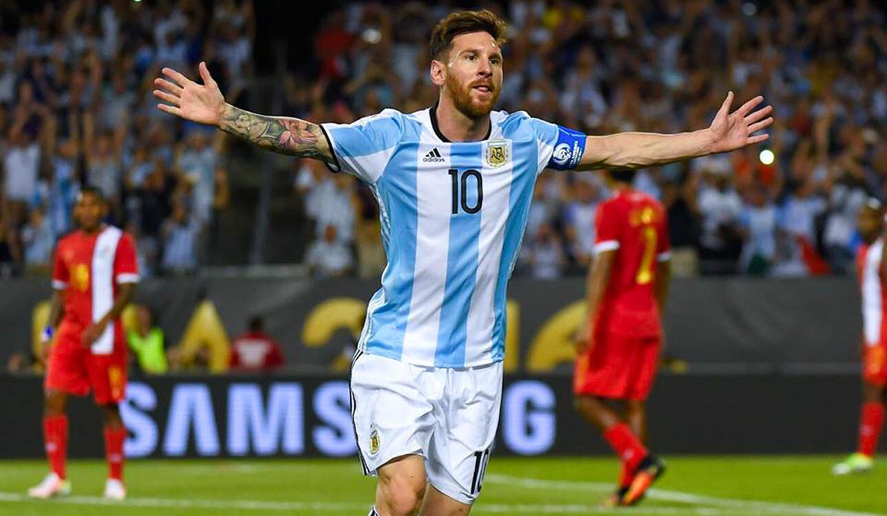 Messi brilló con tres anotaciones en la goleada de Argentina.