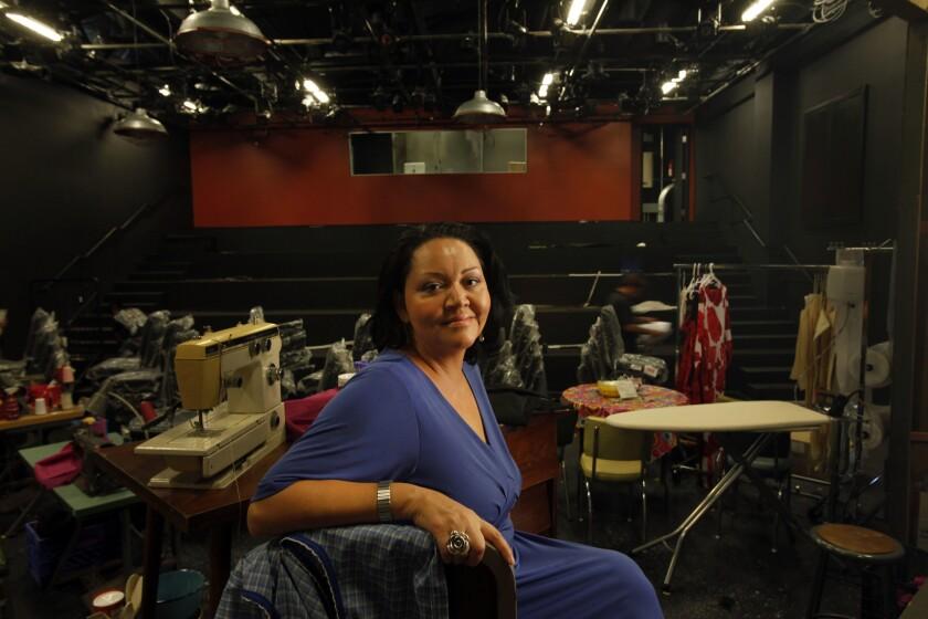 La conocida dramaturga mexicoamericana Josefina López se encuentra solicitando ayuda para la supervivencia del teatro que tiene la compañía CASA 0101 en la ciudad de Boyle Heights.