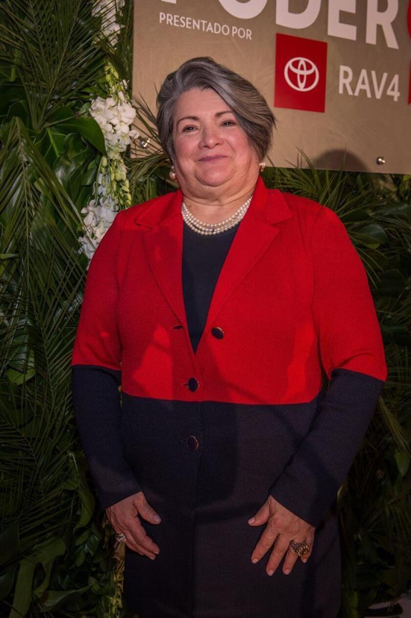 """La asesora principal del alcalde de la ciudad de Nueva York, Lorraine Cortés Vázquez, posa durante la ceremonia """"25 Mujeres más poderosas de People en Español"""" celebrada este viernes, en el Country Club de Coral Gables, Florida (EE.UU.). EFE"""
