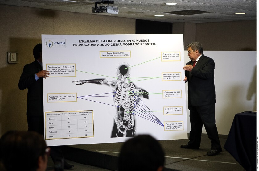 La CNDH indicó que el normalista Julio César Mondragón fue golpeado hasta morir por la delincuencia organizada y servidores públicos de Iguala.