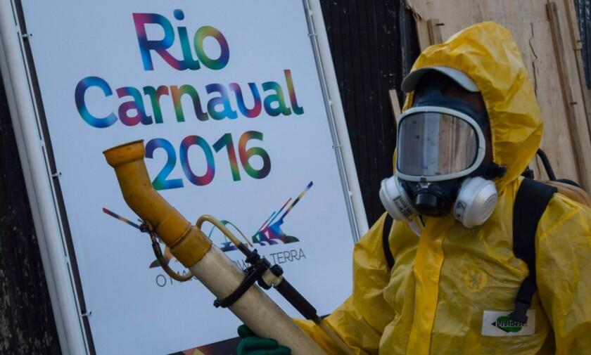 Campaña de fumigación en las calles de Río de Janeiro por el virus del Zika.