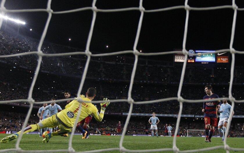 FC Barcelona's Luis Suarez, center left, kicks the ball to score against Celta Vigo during a Spanish La Liga soccer match at the Camp Nou stadium in Barcelona, Spain, Sunday, Feb. 14, 2016. (AP Photo/Manu Fernandez)