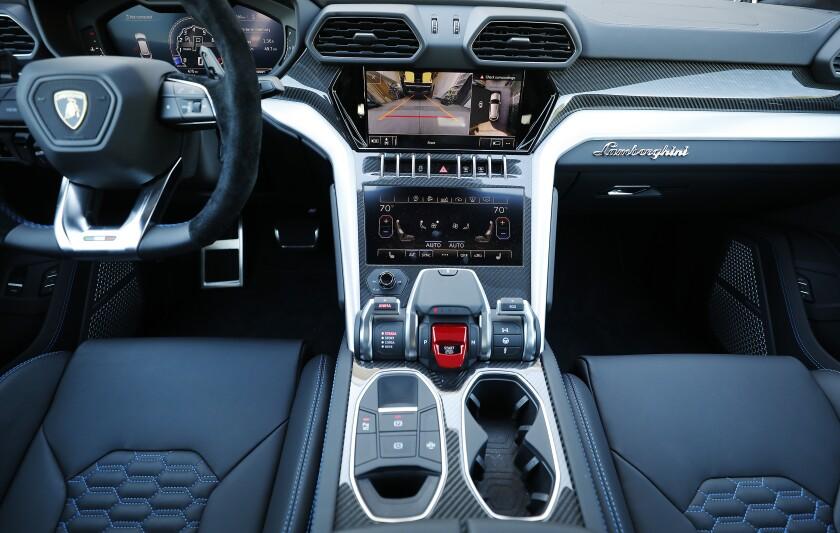 The cockpit of the Lamborguini Urus.