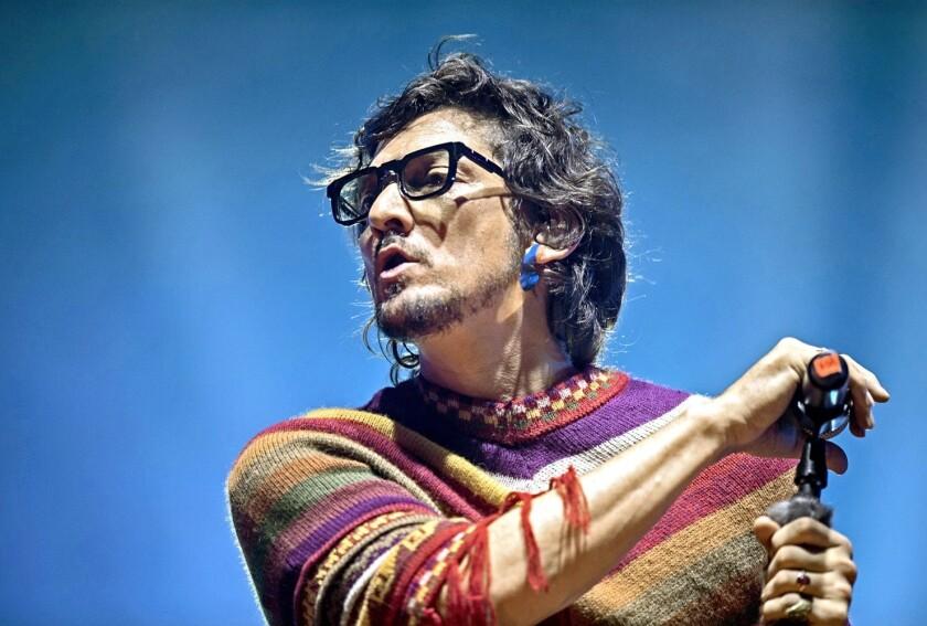 León Larregui y Zoé llevaron a 10 mil seguidores, en el Auditorio Nacional, a otra dimensión rockera.