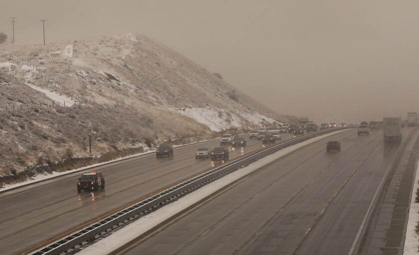 Snow on Interstate 5 closes freeway