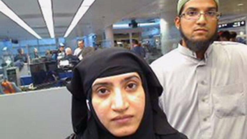 Una foto de archivo del 27 de julio de 2014 muestra a Tashfeen Malik, a la izquierda, y su marido, Syed Farook, en el Aeropuerto Internacional O'Hare de Chicago.
