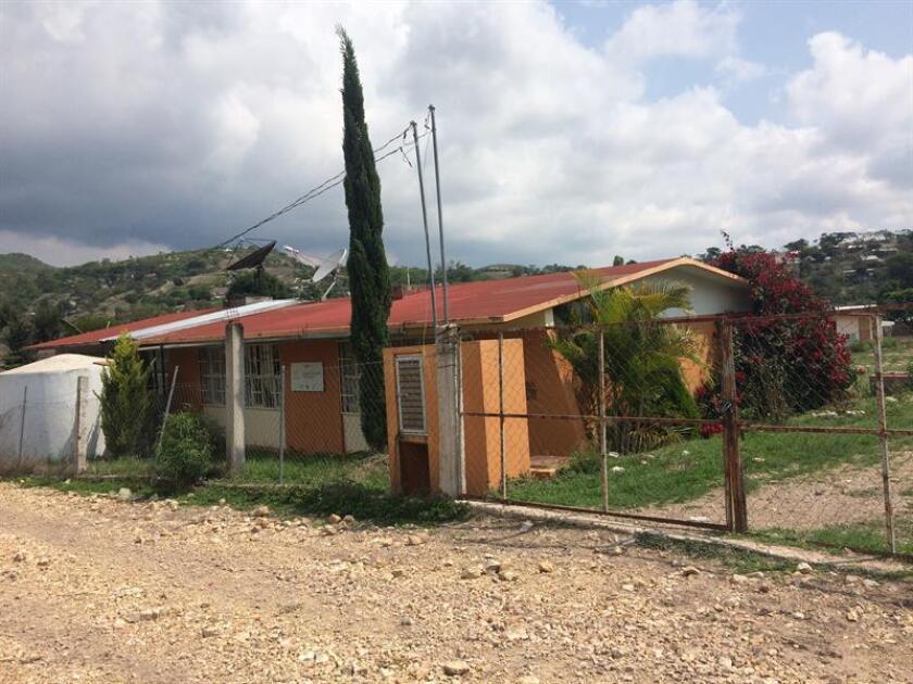 Fotografía fechada el 7 de noviembre de 2017 muestra una vista general de una escuela, en el municipio de Chilapa, en el estado de Guerrero (México). EFE