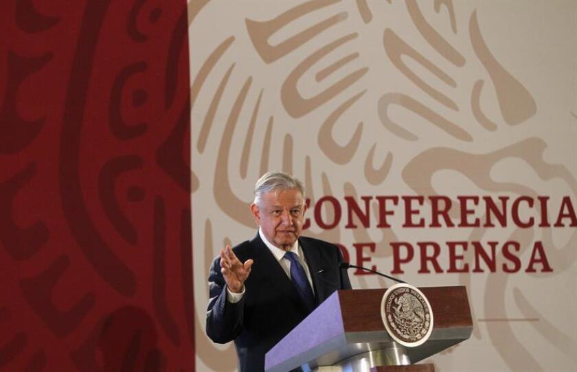 El presidente de México, Andrés Manuel López Obrador, habla durante su rueda de prensa matutina el martes 12 de febrero de 2019, en el Palacio Nacional, en Ciudad de México (México). EFE/Archivo