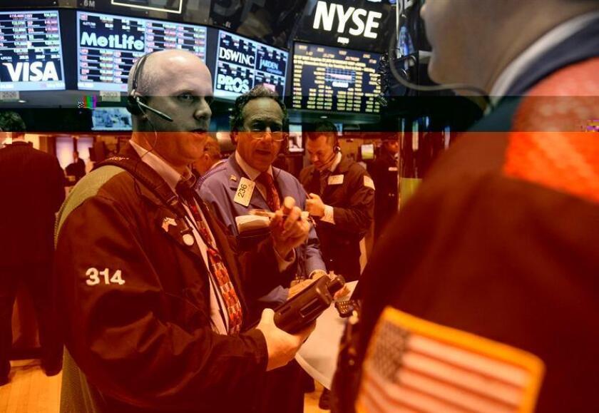 Wall Street cerró hoy con fuertes pérdidas y el Dow Jones de Industriales, su principal indicador, cayó un 0,60 % después de la decisión de la Reserva Federal de subir los tipos de interés. EFE/ARCHIVO