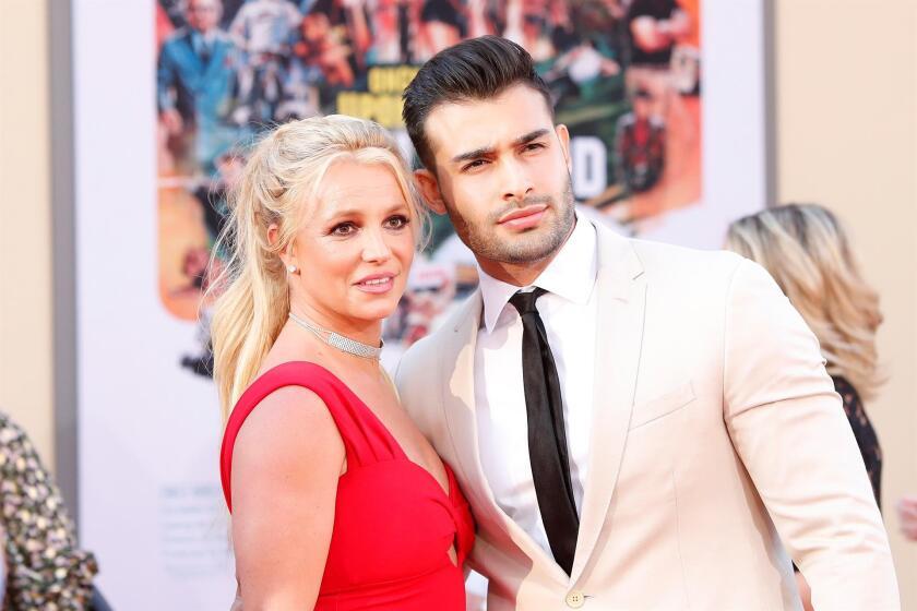 Britney Spears posa con su prometido.