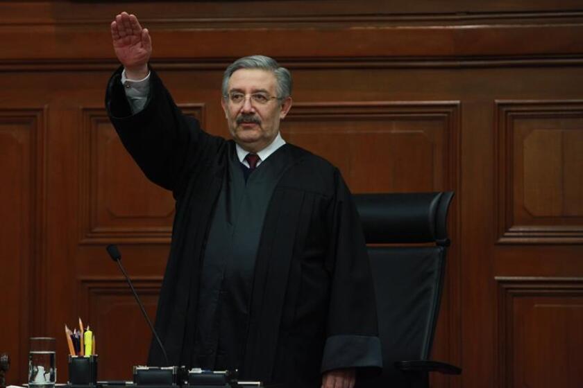 """México es un país soberano que no puede tolerar """"que nadie venga a decirle lo que debe hacer"""", dijo hoy Luis María Aguilar Morales, presidente de la Suprema Corte de Justicia de la Nación (SCJN), quien expresó la solidaridad del Poder Judicial con el Gobierno ante """"cualquier embate"""" externo. EFE/ARCHIVO"""