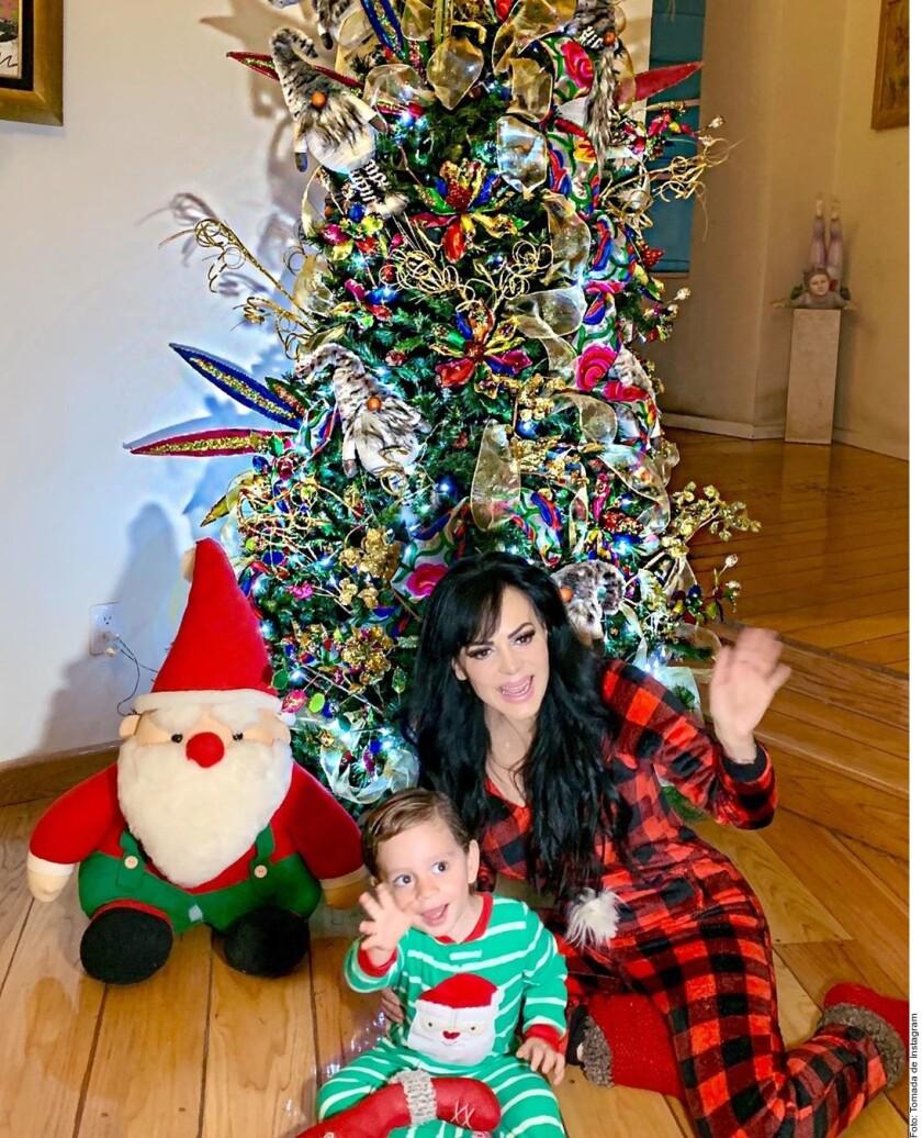 Encienden famosos la Navidad_952700.JPG