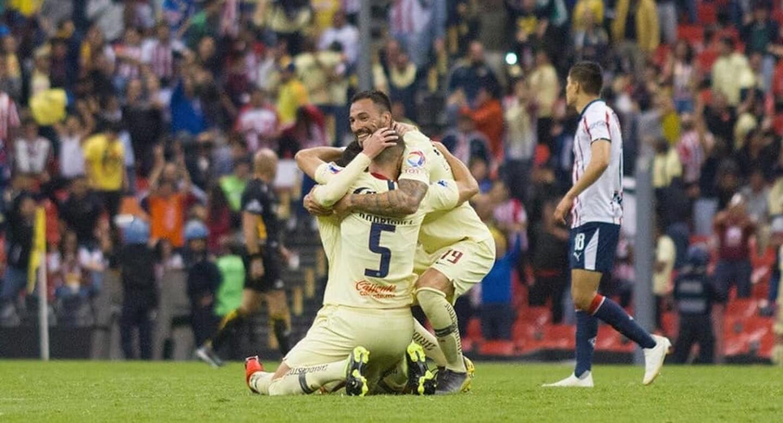 Escenario distinto, misma dosis. Con los goles de Nicolás Castillo y Andrés Ibargüen, el América amansó a Chivas endosándole otro 2-0 en el clásico nacional.
