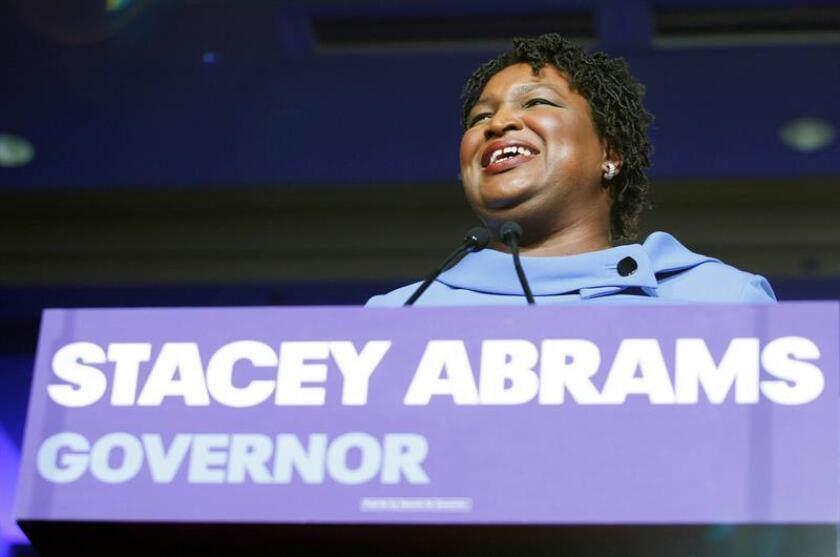 La candidata demócrata Stacey Abrams da un discurso a sus simpatizantes para rechazar conceder la victoria al republicano Brian Kempt durante un evento de la noche electoral de los comicios legislativos en un hotel de Atlanta, Georgia (Estados Unidos) . EFE
