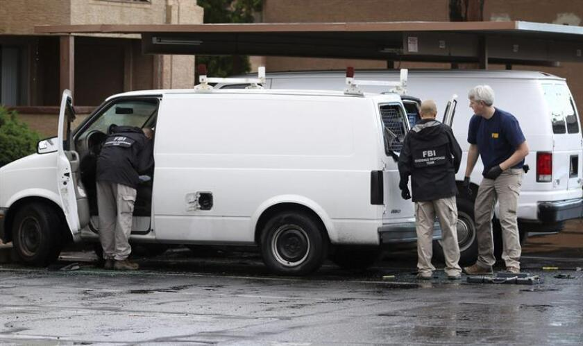 La policía de Phoenix arrestó a un hombre que el pasado sábado visitó el Centro Islámico Unido de Arizona y fue denunciado por haber hecho un gesto amenazante a algunos de sus miembros, al llevarse un dedo al cuello y hacer un movimiento de corte. EFE/Archivo