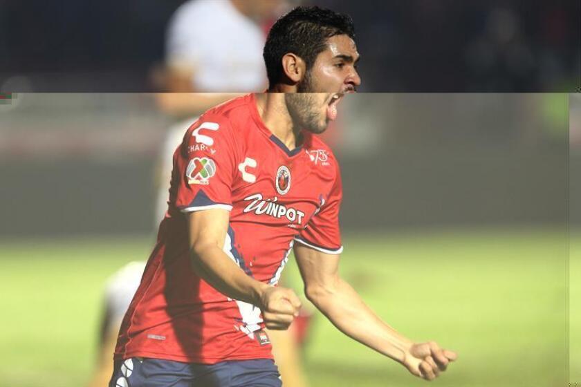 El argentino Daniel Villalva dijo hoy que su primera meta para la próxima temporada es que el Veracruz siga en la máxima categoría del fútbol mexicano para después ponerse a soñar en grande con la posibilidad de un título. EFE/ARCHIVO