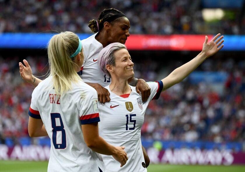 TOPSHOT-FBL-WC-2019-WOMEN-MATCH46-FRA-USA