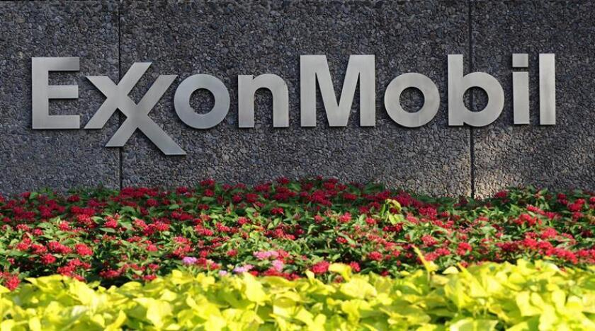 La petrolera ExxonMobil anunció hoy que en el primer trimestre del año sus beneficios netos fueron de 4.650 millones de dólares, un 16 % más que en el mismo período del año pasado. EFE/Archivo