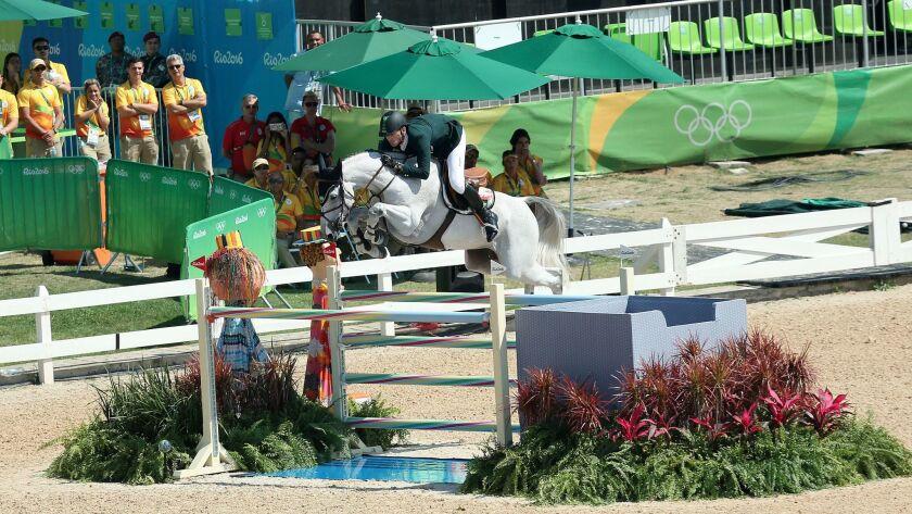 Eduardo Menezes competes in the Rio Olympics.