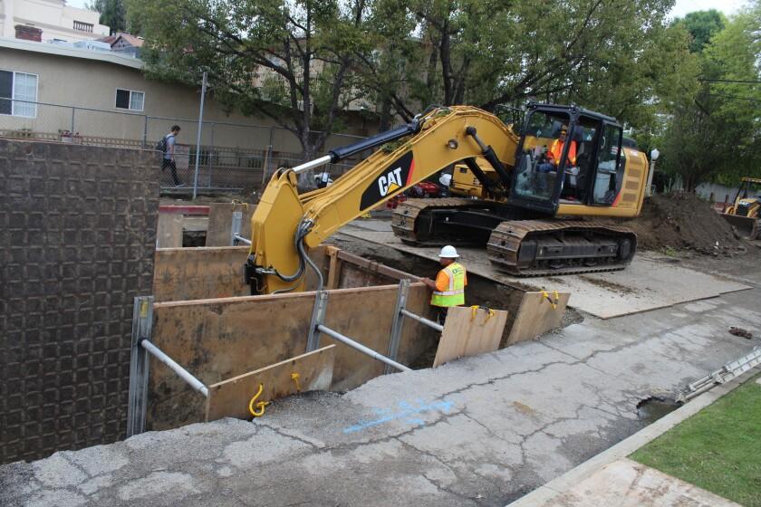 La ciudad trabaja en sellar un hoyo en Studio City, en el Valle de San Fernando.