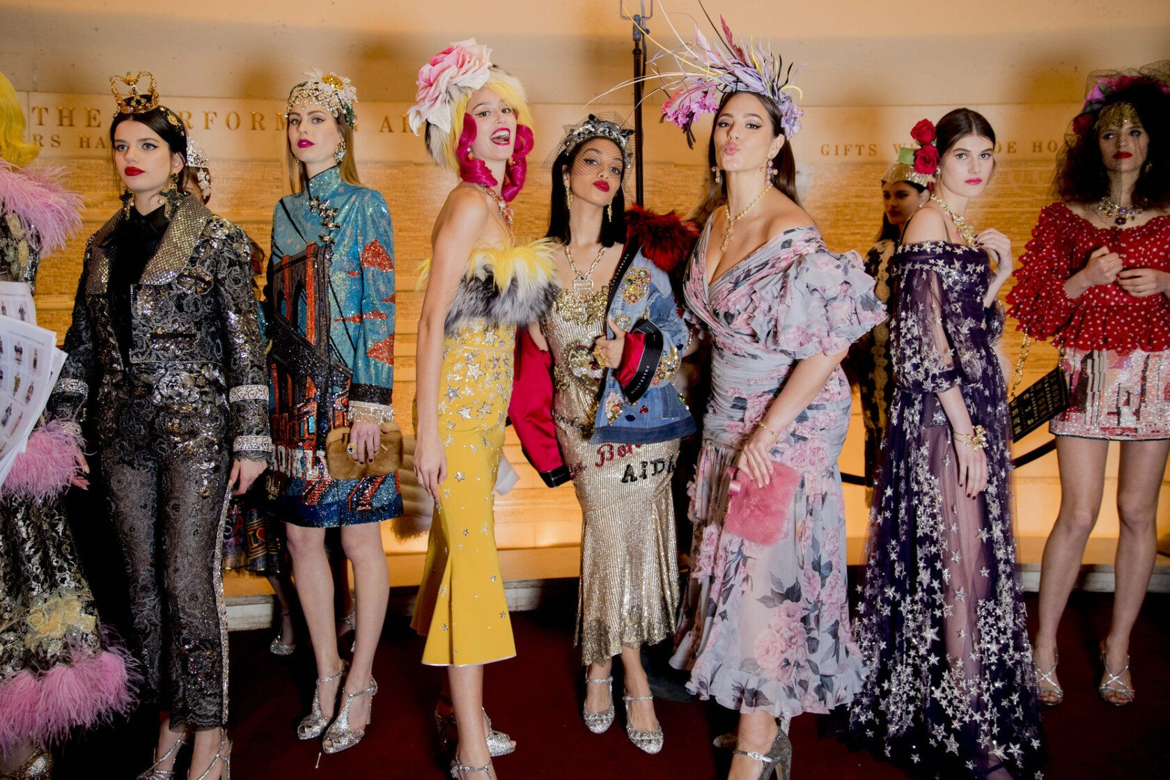 Dolce Gabbana Takes Over N Y In A High Fashion Cameo Filled Rockefeller Style Salute To The City Los Angeles Times