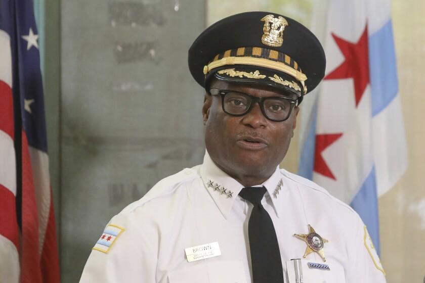 ARCHIVO - En esta foto de archivo del 27 de julio de 2020, el jefe de policía de Chicago, David Brown, habla en conferencia de prensa. Se ha registrado un aumento brusco en la ciudad en los primeros siete meses del año. (AP Foto/Teresa Crawford, File)