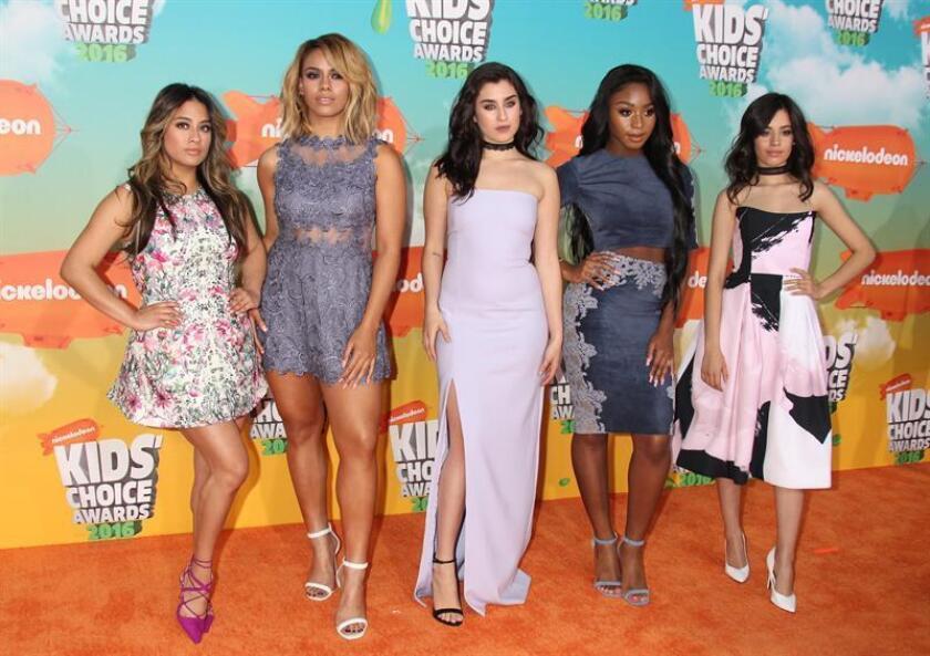 """La cantante estadounidense de origen cubano Camila Cabello abandonó el popular grupo musical Fifth Harmony, aunque las cuatro integrantes restantes anunciaron hoy su intención de """"continuar adelante"""" a pesar de la fractura. EFE/ARCHIVO"""