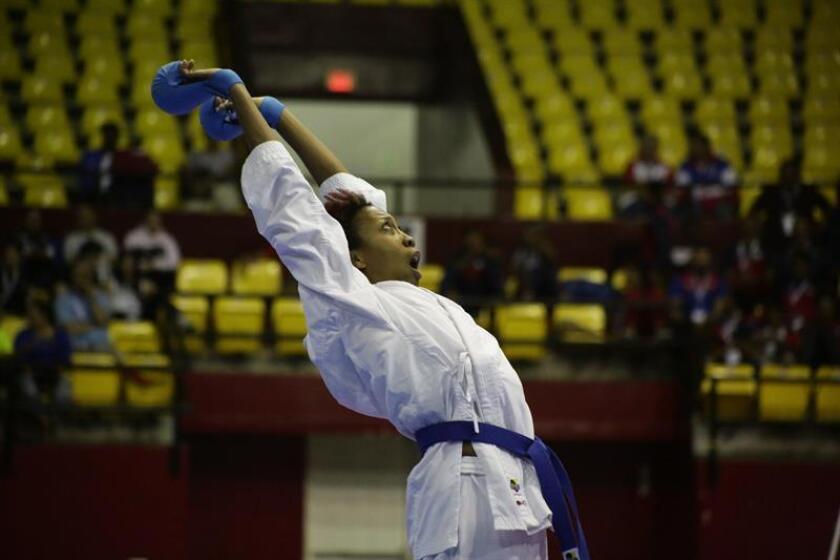 El estadounidense Murphy Cheryl este sábado durante la final del torneo Panamericano de Kárate Senior, en el estadio Roberto Durán de la Ciudad de Panamá (Panamá). EFE