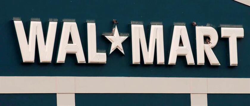 Fotografía de archivo del logo de un supermercado de Wal-Mart en Uniondale, Nueva York, Estados Unidos, el 23 de octubre del 2003. EFE/Archivo