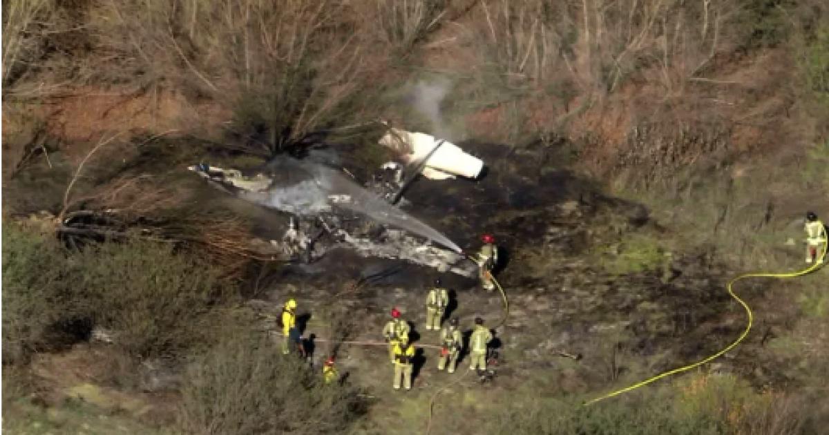 Vier getötet, in einer feurigen Absturz bei Corona-Flughafen