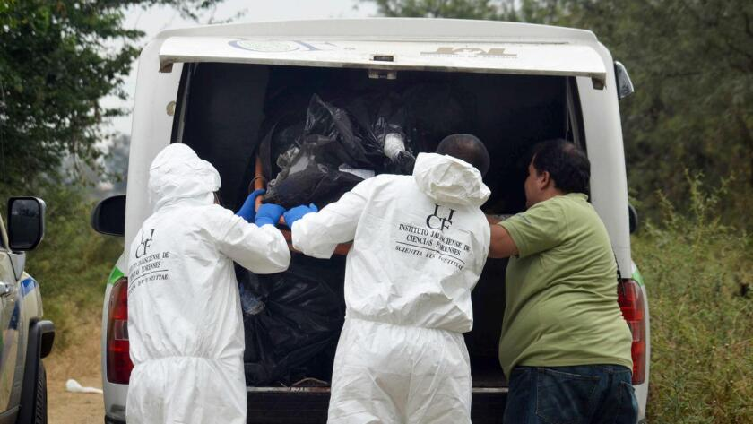 Presuntamente los pistoleros interrogaron a los familiares con relación a un cártel rival, y luego los mataron y saquearon la vivienda ubicada en un camino entre Reynosa y la ciudad vecina de Matamoros.