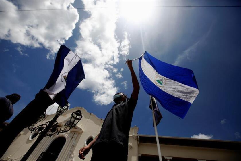Cientos de personas participan en una protesta contra del gobierno de Daniel Ortega. EFE/Archivo