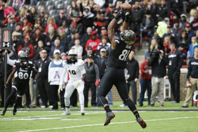 Cincinnati tight end DJ Dowdy (81) catches a touchdown pass in the first half of an NCAA college football game against UCF, Saturday, Oct. 31, 2015, in Cincinnati. (AP Photo/John Minchillo)