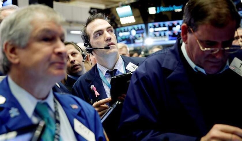 Wall Street abrió hoy al alza y el Dow Jones de Industriales, su principal indicador, avanzaba un 0,07 %, el selectivo S&P 500 sumaba un 0,14 % y el índice compuesto del mercado Nasdaq subía un 0,23 %. EFE/ARCHIVO