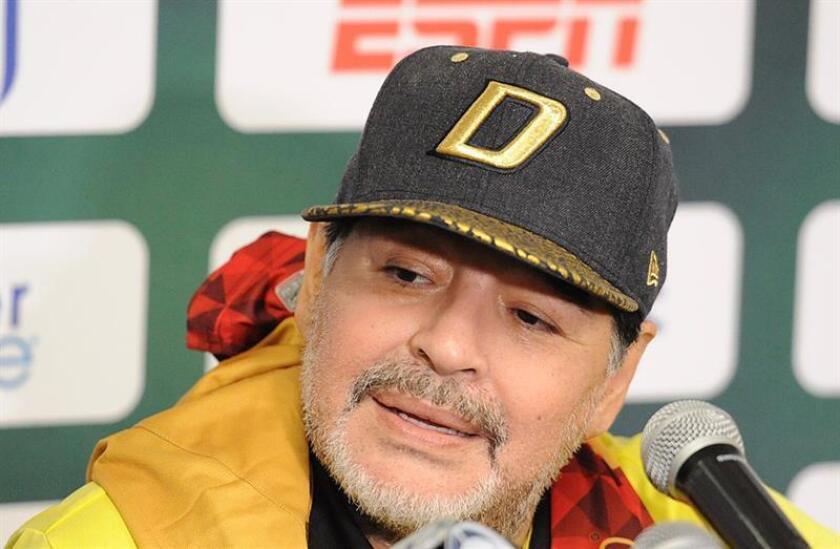 El técnico argentino de Dorados de Sinaloa, Diego Armando Maradona habla el sábado 24 de noviembre de 2018, durante una rueda de prensa al termino del juego de la semifinal de vuelta en Ciudad Juárez, en el estado de Chihuahua (México). EFE/Archivo