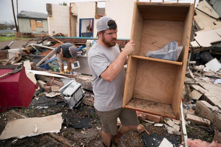 Al cumplirse hoy un año de la llegada del huracán Harvey a Texas, muchas personas aún se esfuerzan por reconstruir sus hogares y recuperarse de una de las peores catástrofes naturales que han azotado a EE.UU., que además de multimillonarios daños también dejó 90 víctimas mortales. EFE/ARCHIVO