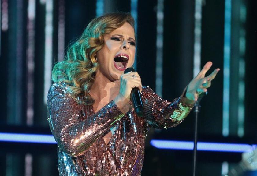 Suspenden recital de Pastora Soler en Miami tras fotos con hija de Castro