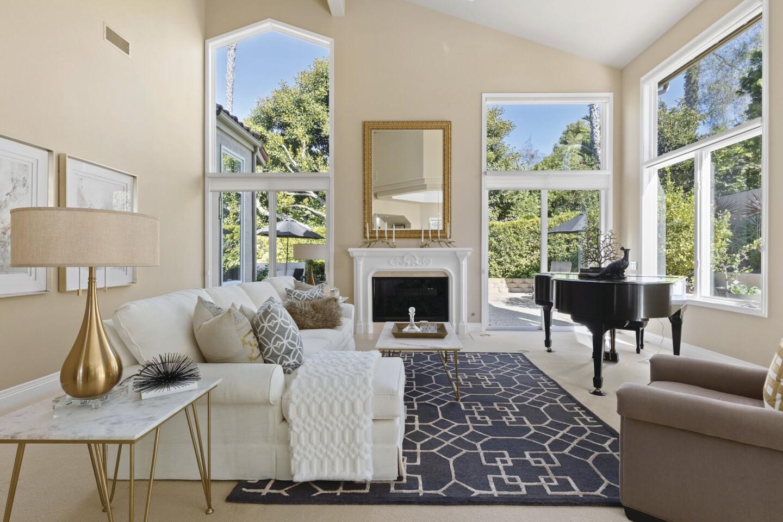 15550 Churchill Downs, Living Room