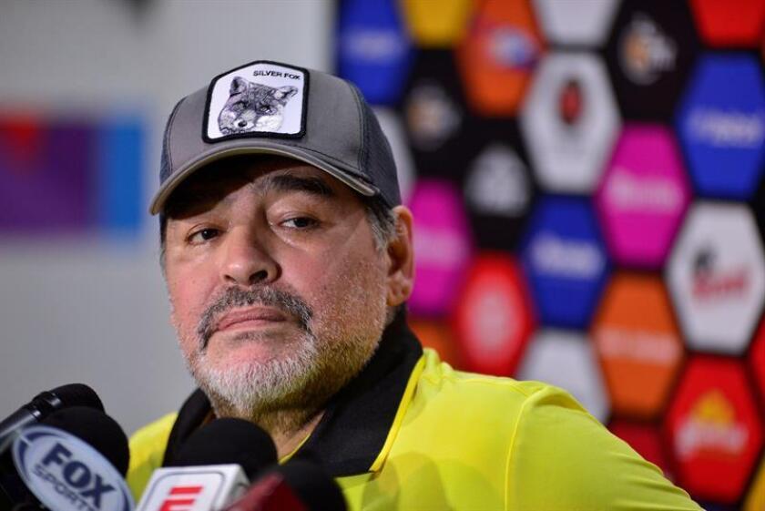 El entrenador argentino Diego Armando Maradona, de los Dorados de la Liga de Ascenso del fútbol mexicano, recibió una multa económica por sus declaraciones en el juego ante San Luis de la decimoquinta jornada, informó hoy la Comisión Disciplinaria de la Federación Mexicana de Fútbol (FMF). EFE/ARCHIVO