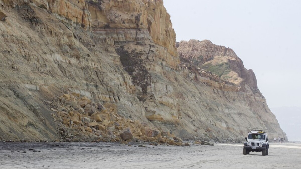 Five warning signs that a seaside cliff poses a falling hazard to