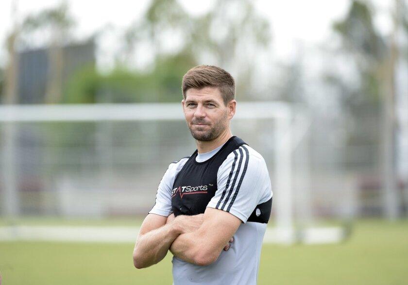 Steven Gerrard podría debutar este sábado.