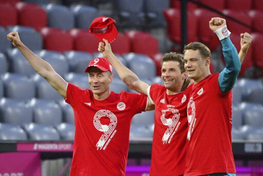 De izquierda a derecha, Robert Lewandowski, Thomas Müller y Manuel Neuer, del Bayern Múnich